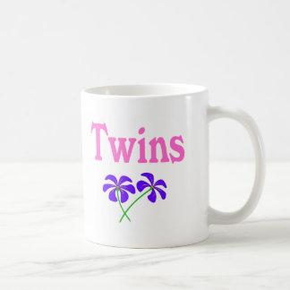 Gemelos (rosa) taza clásica