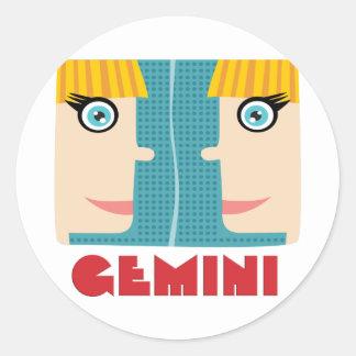 Géminis de la muestra del zodiaco pegatina redonda