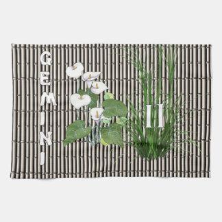 Géminis del bambú y del lirio toallas de mano
