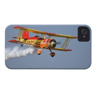 Gen Soucy que realiza acrobacias aéreas en Grumman iPhone 4 Cárcasa