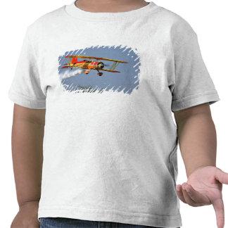 Gen Soucy que realiza acrobacias aéreas en Grumman Camisetas