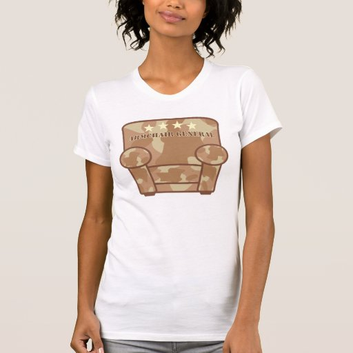 General de la butaca - camuflaje del desierto camisetas