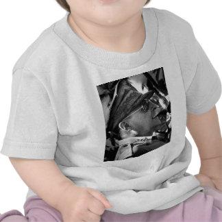 General Douglas MacArthur con el tubo del Corncob Camiseta