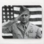 General James Doolittle Saluting -- WW2 Tapete De Ratones