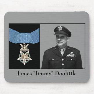 General Jimmy Doolittle y la medalla de honor Tapete De Raton
