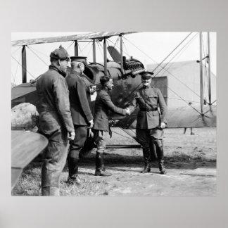 General Pershing y biplano: 1920 Póster