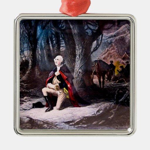 General Washington que ruega en la fragua del Adorno Cuadrado Plateado