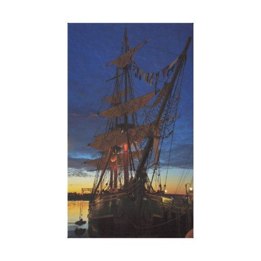 Generosidad del HMS atracada en el puerto II de Ha Lienzo Envuelto Para Galerias