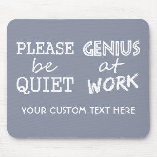 Genio en el monograma del trabajo y el mousepad de tapete de ratones