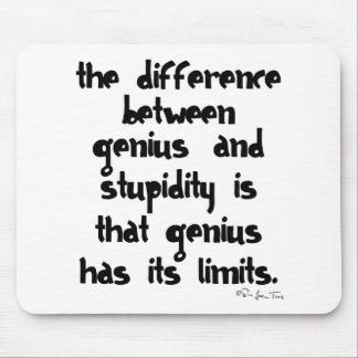 Genio y estupidez alfombrilla de raton