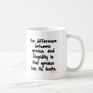 Genio y estupidez tazas