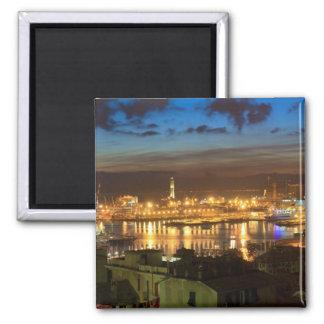 Génova y el puerto en la tarde imán cuadrado