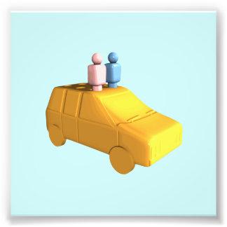 Gente casada de la clavija en un coche cojinete