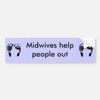 Gente de la ayuda de las parteras hacia fuera etiqueta de parachoque