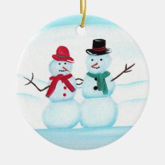 Gente de la nieve que agita hola, ornamentos del adorno navideño redondo de cerámica