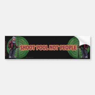 Gente de la piscina del lanzamiento no etiqueta de parachoque
