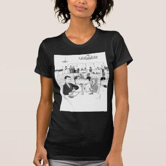 Gente en un restaurante ocupado camiseta