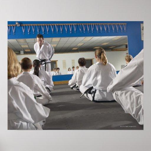 Gente en una clase del Taekwondo Poster