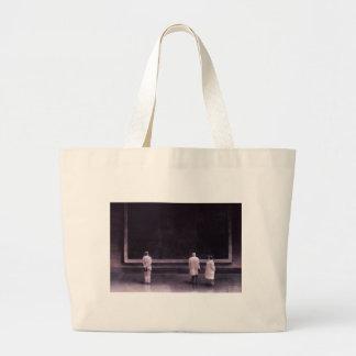 Gente en una exposición 1990 bolsa tela grande