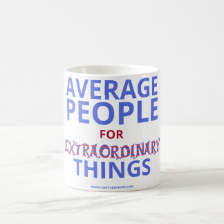 Gente media para la taza extraordinaria de las