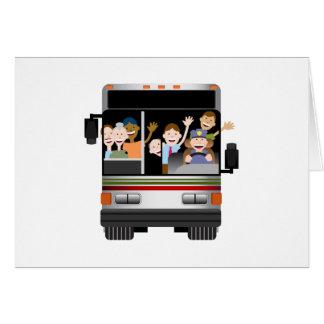 Gente que monta en un autobús tarjeta de felicitación