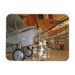 Gente que viaja al Museo Nacional de la aviación n Iman