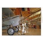Gente que viaja al Museo Nacional de la aviación n Felicitación