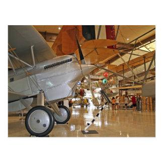 Gente que viaja al Museo Nacional de la aviación Tarjeta Postal