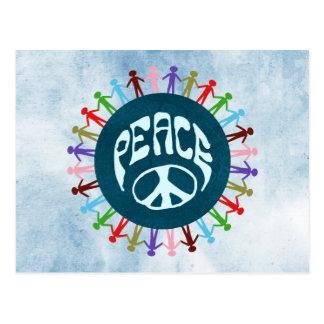 Gente unida en todo el mundo en un símbolo de paz postal