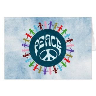 Gente unida en todo el mundo en un símbolo de paz tarjeta pequeña