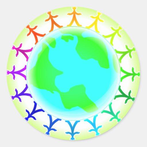 Gente unida encima del globo del mundo pegatina redonda