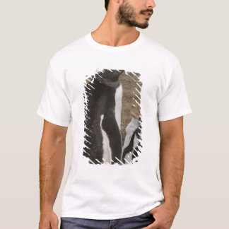 Gentoo Penguin (Pygoscelis papua) and chick T-Shirt