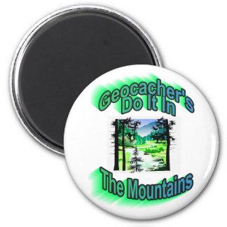 Geocacher lo hace en las montañas imán redondo 5 cm