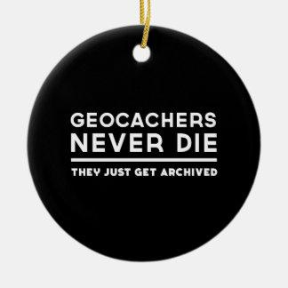 Geocachers nunca muere ellos apenas consigue ornaments para arbol de navidad