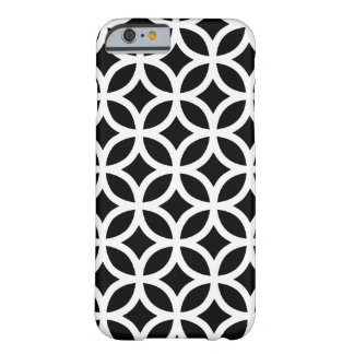 Geométrico blanco y negro funda para iPhone 6 barely there