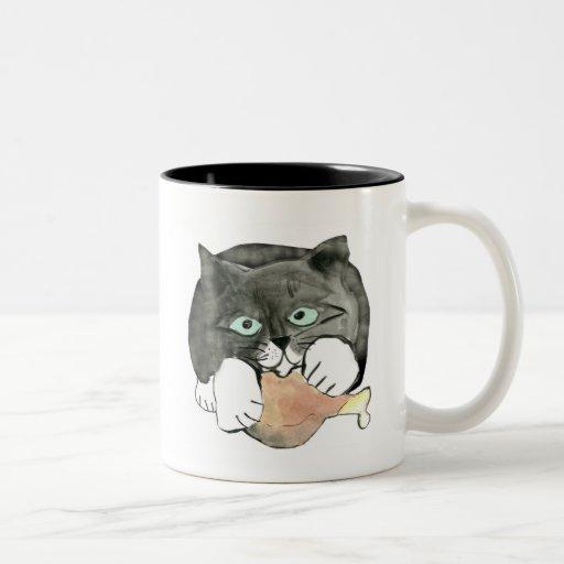 George, el gato, ha hecho apagado con una pierna d tazas de café