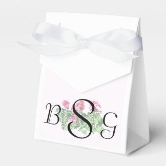 Geranios en productos de un boda de la fila cajas para detalles de boda