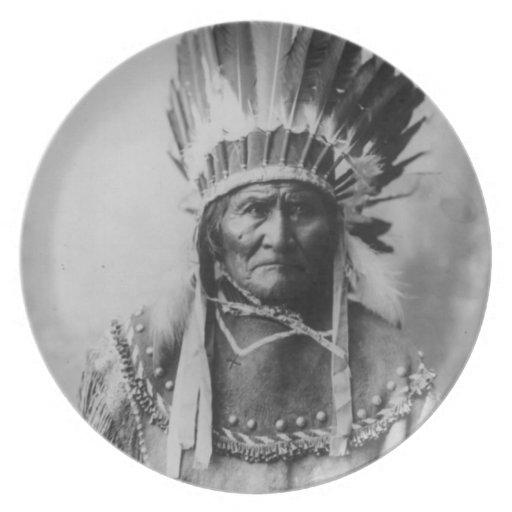'Geronimo con los tocados Platos Para Fiestas