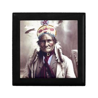 Geronimo, edad 74 cajas de regalo