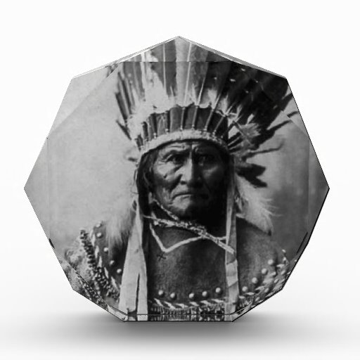 Geronimo en el vestido principal
