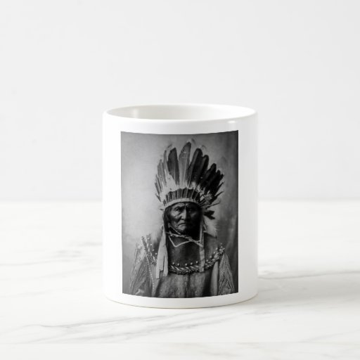 Geronimo en el vestido principal taza