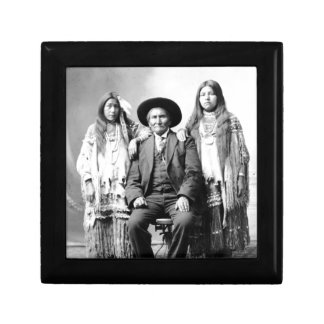 Geronimo y dos sobrinas cajas de recuerdo