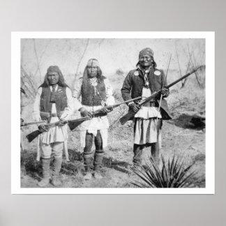 Geronimo y tres de sus guerreros de Apache, 1886 ( Póster