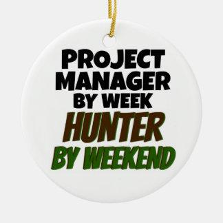 Gestor de proyecto del cazador de la semana por adorno navideño redondo de cerámica