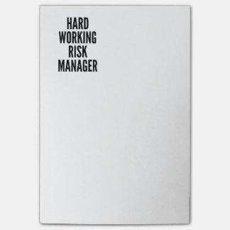 Gestor de riesgos de trabajo duro notas post-it®