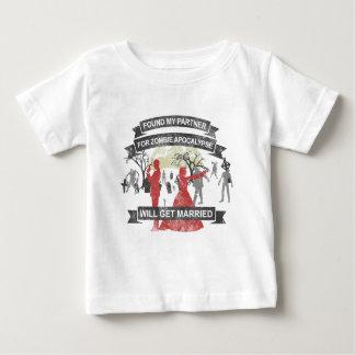 GET wants married - Zombie Apocalypse Shirts