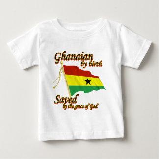 Ghanés por el nacimiento ahorrado por la gracia de playera de bebé