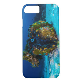 Giant Clam on the Great Barrier Reef iPhone 8/7 Case