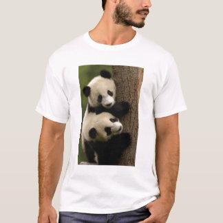Giant panda babies (Ailuropoda melanoleuca) 2 T-Shirt
