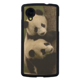Giant panda babies (Ailuropoda melanoleuca) 2 Carved® Maple Nexus 5 Slim Case